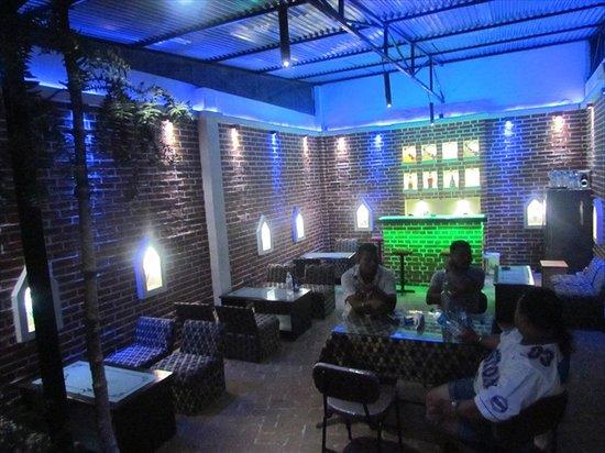Hotel Zen Holiday: Restaurant & Bar