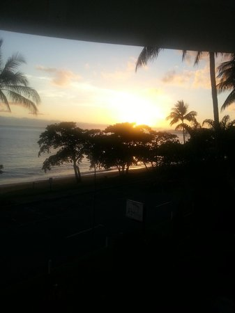 Beachfront Apartments on Trinity Beach: sunrise was amazing!