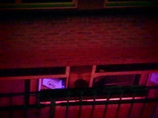 St Christopher's at Winston Hotel: Вид из окна прямо на Красные Фонари