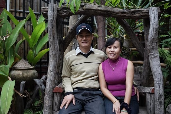 Sisombath Guesthouse: The owner couple of the guesthouse