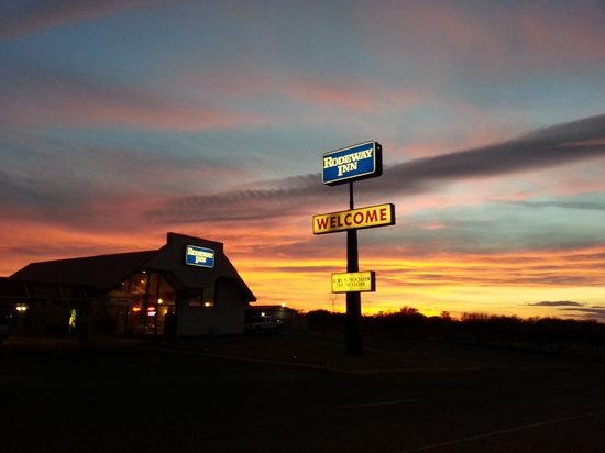 Rodeway Inn: Sunset