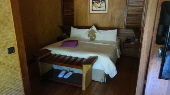 InterContinental Moorea Resort & Spa: The bedroom in the bungalows