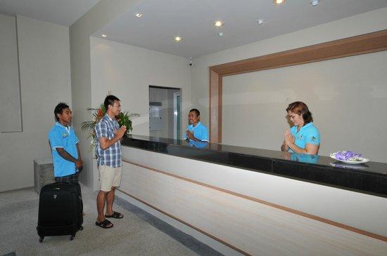 AM Surin Place: Reception whit multilingual staff, Thai, English, French, German, Dutch