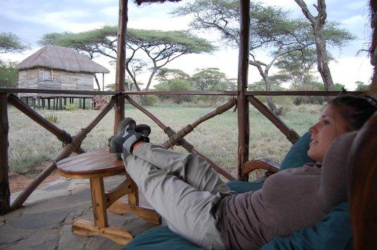 Ikoma Safari Camp: Porche de la cabaña