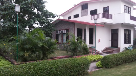 The Tiger Groove Corbett Resort: Rooms side