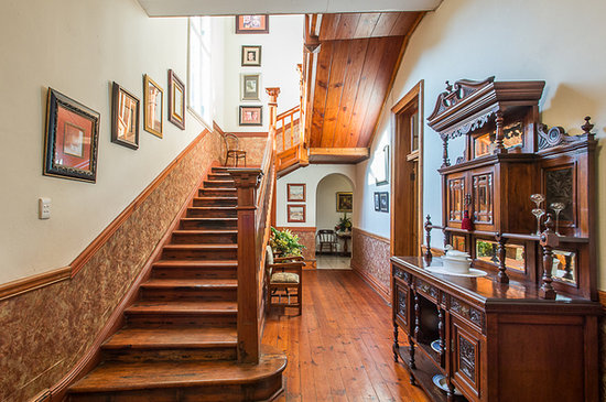 Royston Hall Guesthouse: Staircase