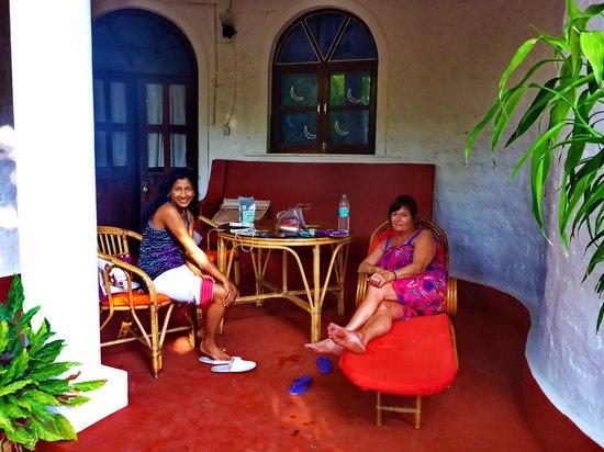 Casa Tres Amigos: Guests at a private terracce