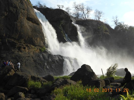 Athirappilly Waterfalls : View from down
