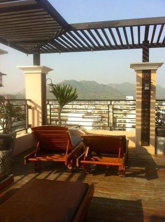 Chalelarn Hotel Hua Hin: Sun deck
