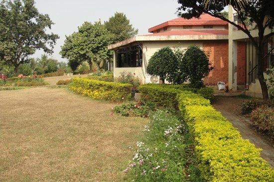 Peerless Resort, Mukutmonipur: Restaurant : Madol