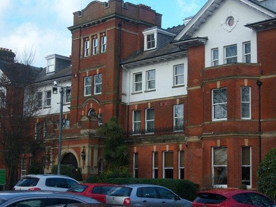 Holiday Inn Farnborough: Entrance to Hotel.