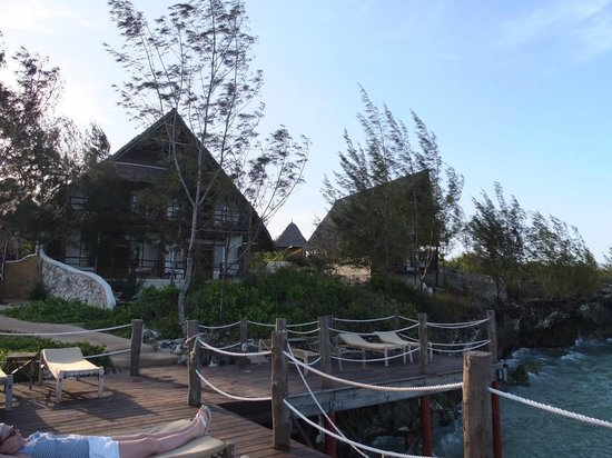 Sunshine Marine Lodge: view from end of pier upto grounds