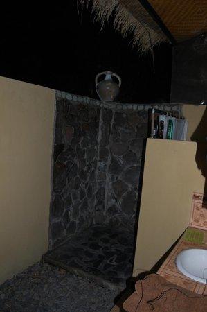 Taruna Homestay: tipico bagno all'aperto