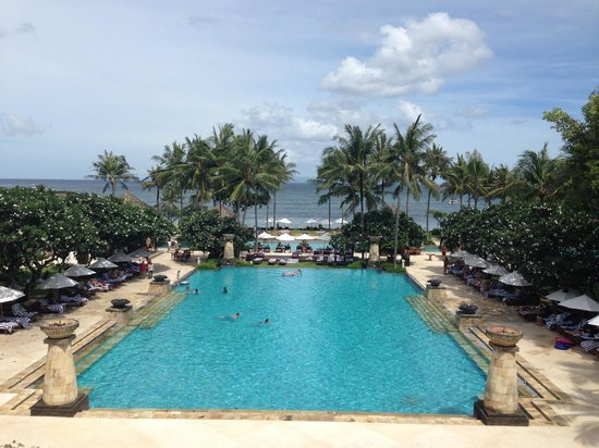 Conrad Bali: main pool, view from the lobby