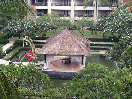 Conrad Bali: private romantic dinner in the water garden, nice....