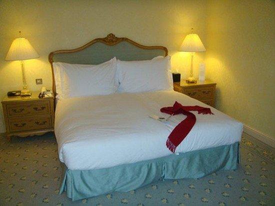Steigenberger Wiltcher's: Amazing Massive Bed