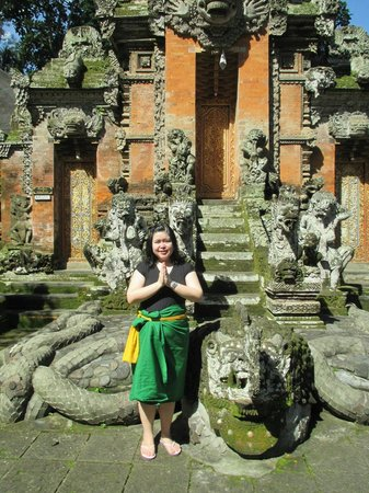 Sacred Monkey Forest Sanctuary: Me in front of temple gate