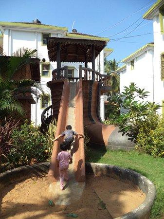Alor Grande Holiday Resort: Керамический ботинок-горка