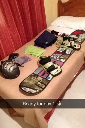 Aparthotel Poblado: Bedroom with twin beds and of course my snowboard gear