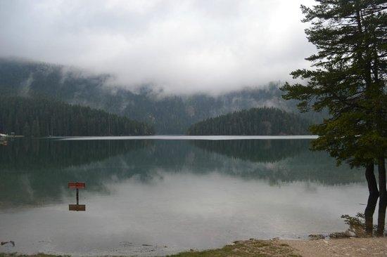 Crno Lake: Lac noir