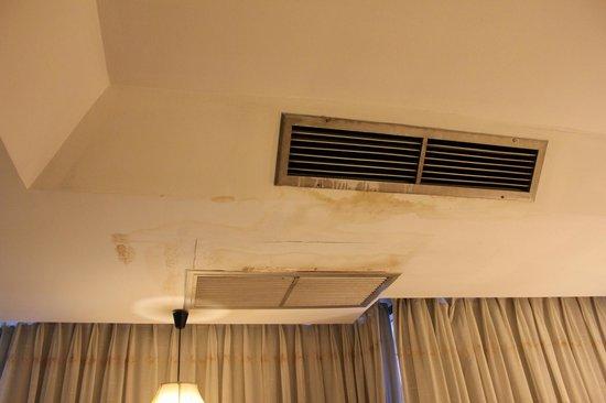 Aunchaleena Bangkok Hotel: Вытяжная система в спальне