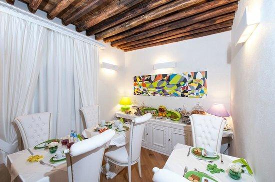 Domus Spagna Capo le Case Luxury Suites: Sala colazione