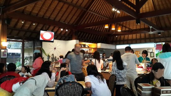 Kuta Central Park Hotel: Breakfast area