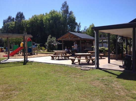 Hot Water Beach TOP 10 Holiday Park: BBQ area