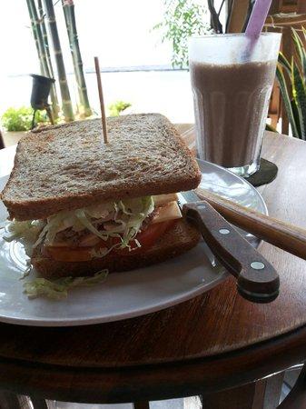 Limau Limau Cafe : Toasted tuna sandwich and chocolate & banana milkshake!