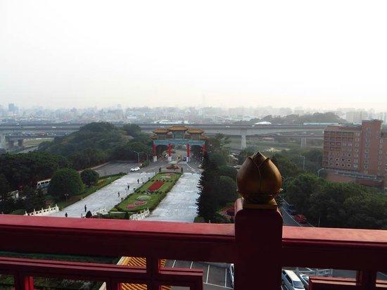Grand Hotel Taipei: ベランダからの眺め。夜景は綺麗です。