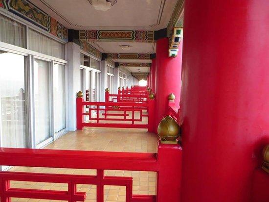 Grand Hotel Taipei: ベランダの様子。防犯的には・・・