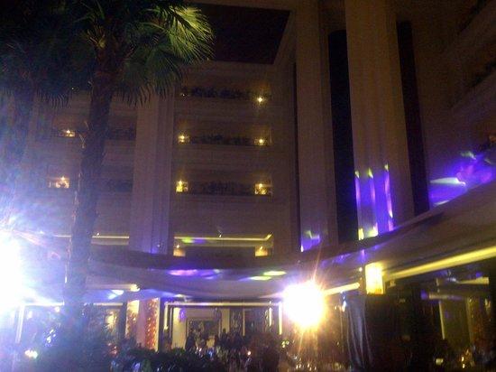 Gran Melia Jakarta: lobby view (2nd floor) with the elevator shaft