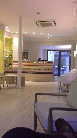 Hôtel Berne Opéra : Reception area