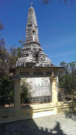 Wat Khao Krailas: Chedi