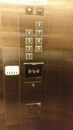 L Hotels (Zhuhai Lianhua): Lift that require card to access