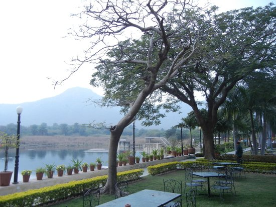 Shikarbadi: Hotel grounds