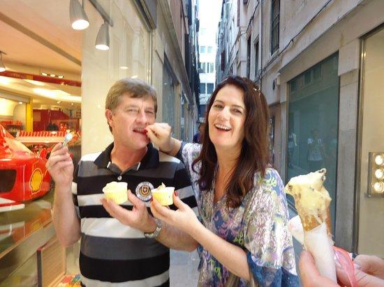 Venice & Venice : vielas estreitas comendo um sorvete delicioso