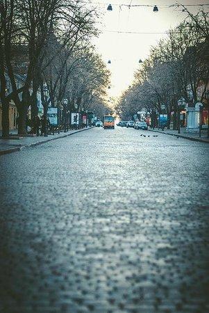 Rue Deribasovskaya : Утро на Дерибасовской. Уборочная машина.