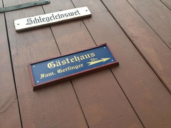 Gastehaus Familie Gerlinger : A sign at the beginning of the street