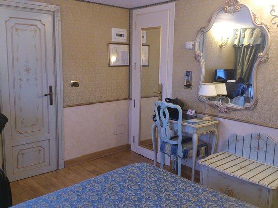HOTEL OLIMPIA Venice: Habitación