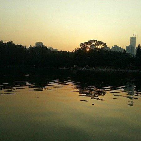 Закат солнца в Lychee park