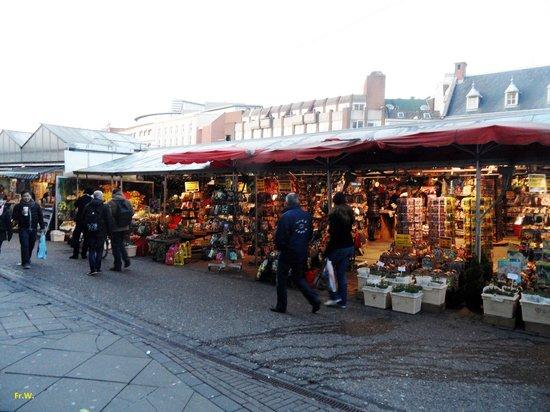 Flower Market / Bloemenmarkt: De Bloemenmarkt in de namiddag .