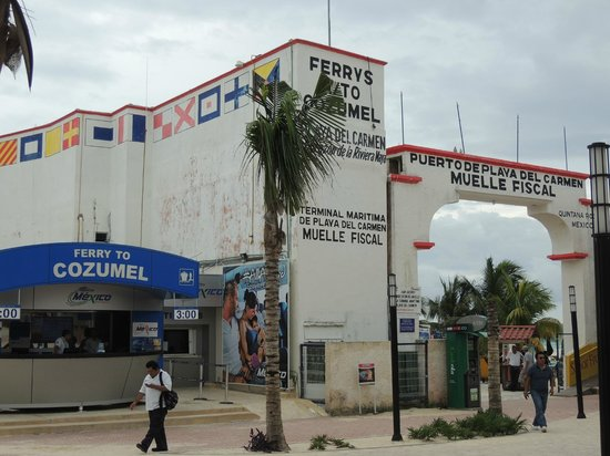 Quinta Avenida: Fährtickes / Eingang zur Fähre nach Cozumel