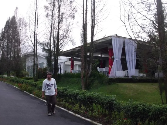 The Hill Hotel & Resort Sibolangit: The gate and D'Flamingo