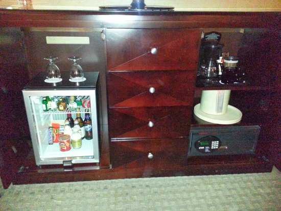 Omni Dallas Hotel at Park West: Mini Bar