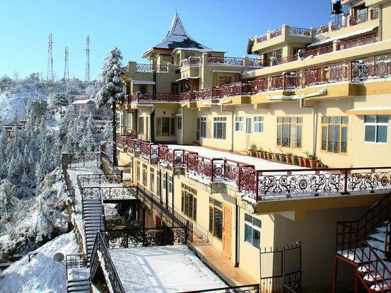 Aapo Aap Home Stay: Snowfall @ Aapoaap