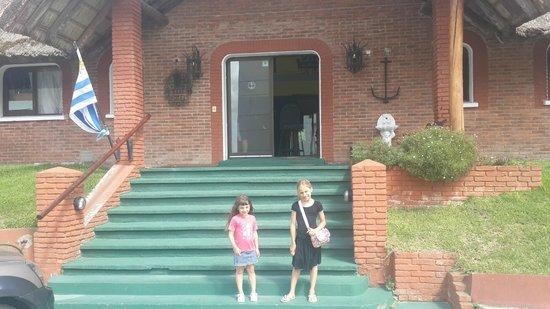 Hotel Porto Bari: Nos vamos, las nenas se quieren llevar un recuerdo