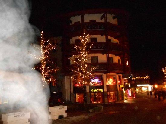 Berger's Sporthotel: hotel at night