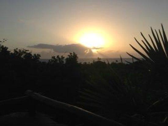 Changani Beach Cottages: beach at sunset
