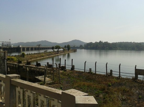 Gajanur dam - view from the pathway